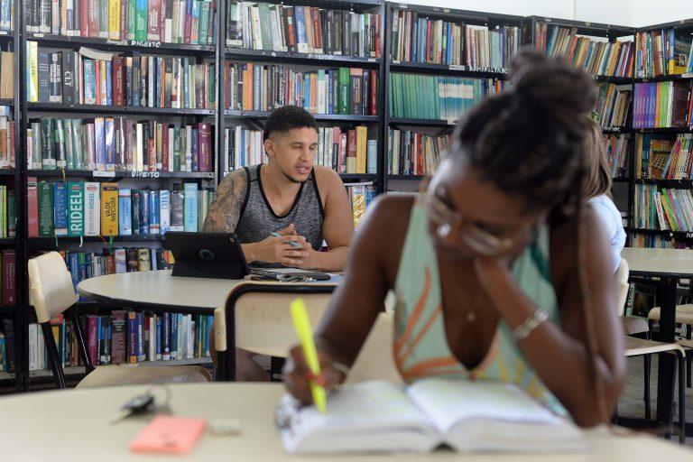 Educação - cotas - negros bibliotecas universidades faculdades alunos estudantes