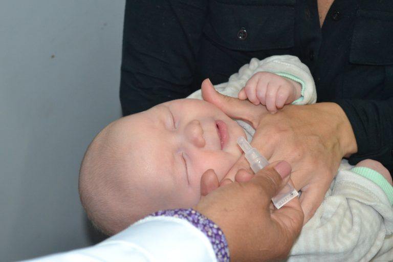 Saúde - campanhas - vacinação vacinas imunização gotas bebês