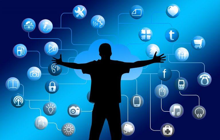 Comunicação - internet - jovens redes sociais tecnologia dados pessoais privacidade virtual aplicativos