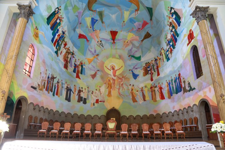 Religião - igrejas - Igreja Católica altar (Catedral Nossa Senhora de Lourdes, Apucarana-PR)