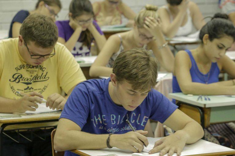 Educação - sala de aula - universidades universitários estudantes graduação faculdades