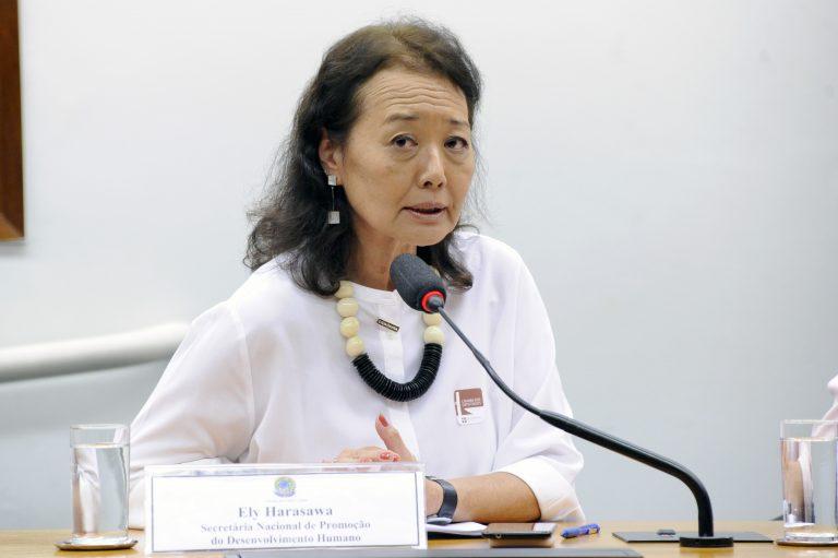 Apresentação da agenda do poder legislativo brasileiro para pessoas idosas e diálogo sobre políticas de curso de vida e desenvolvimento social. Secretária Nacional de Promoção de Desenvolvimento Humano, Ely Harasawa