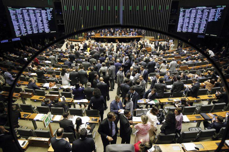 Plenário da Câmara dos Deputados durante sessão conjunta do Congresso Nacional destinada à deliberação dos destaques dos vetos nºs 51, 52, 53 e 55 de 2019 e dos vetos nºs 56 a 62 de 2019 e 1 e 2 de 2020.