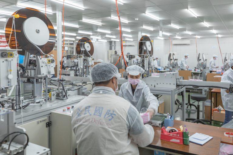 Coronavírus, fábrica de máscaras