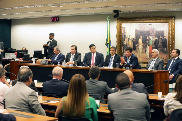 Reunião com representantes do Congresso Nacional e do Governo Federal para discutir os efeitos do coronavírus na economia do país