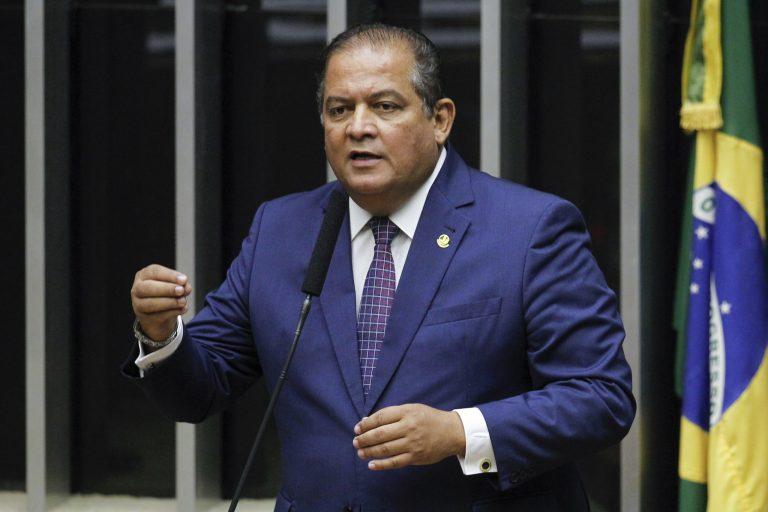 Em discurso, à tribuna, senador Eduardo Gomes (MDB-TO)