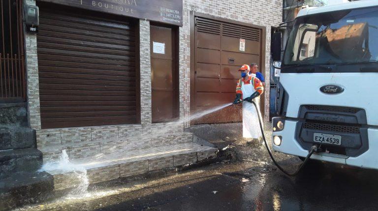 Saúde - doenças - coronavírus epidemia pandemia limpeza ruas higienização prefeituras cidades (prefeitura de São Paulo-SP lava ruas da região de Paraisópolis)