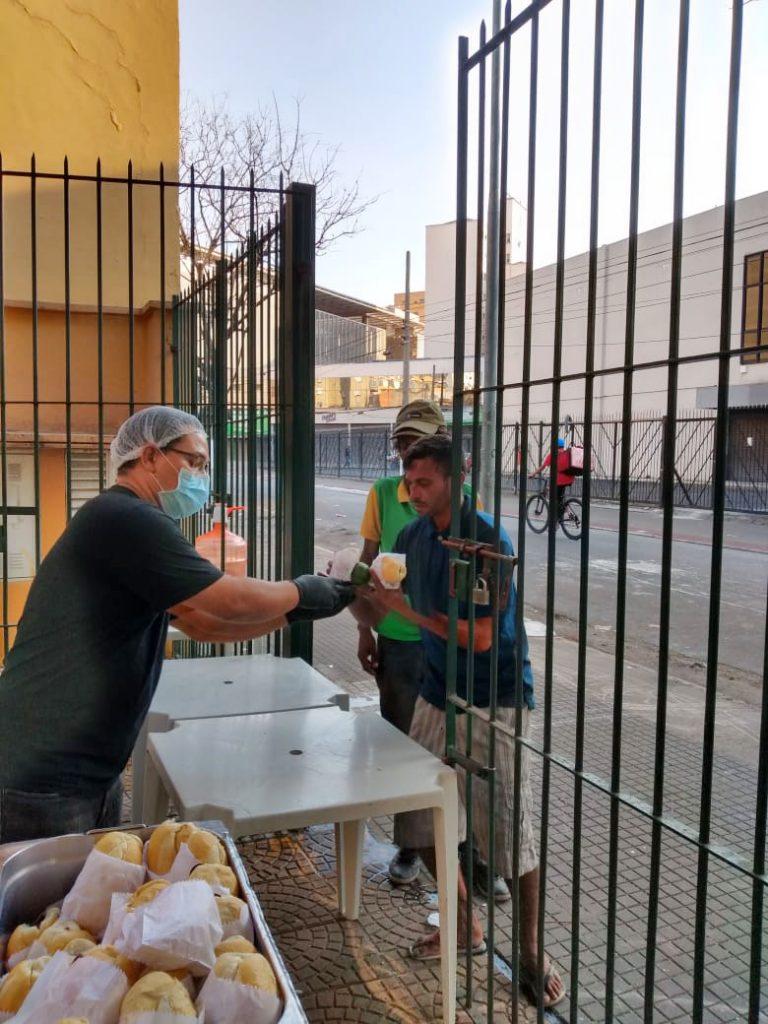 Assistência Social - geral - coronavírus pandemia epidemia fome miséria doação alimentos moradores de rua pessoas vulnerabilidade insegurança alimentar (Núcleo de Convivência em caráter emergencial na Cracolândia, São Paulo-SP)