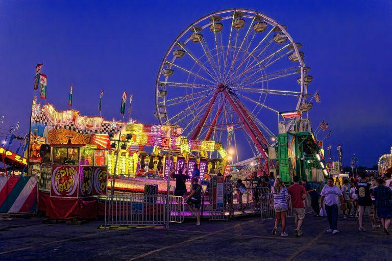Cultura - geral - parque de diversões roda-gigante criançada diversão lazer