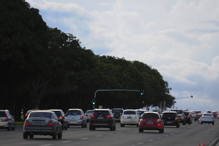 Transporte - carros - trânsito veículos automóveis