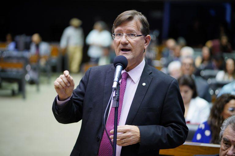 Deputados José Ricardo discursa no Plenário da Câmara