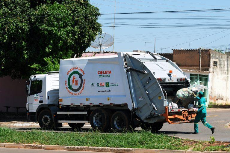 Meio Ambiente - lixo e reciclagem - coleta lixo resíduos sólidos caminhão gari destinação limpeza urbana garis lixeiros