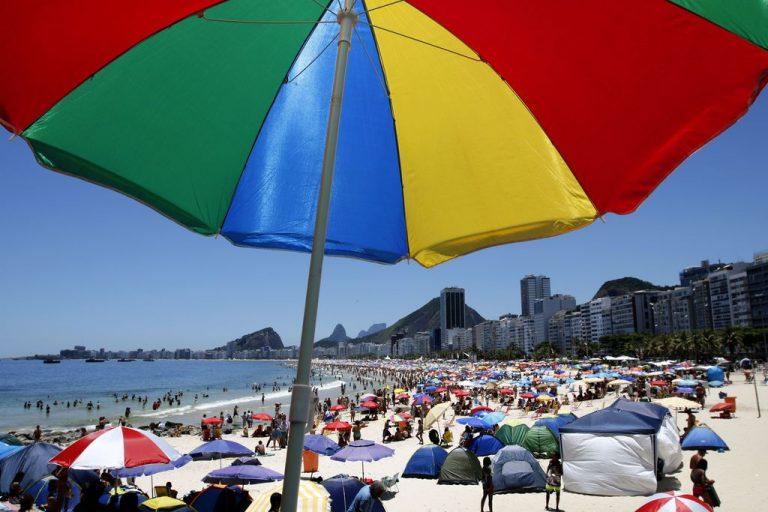 Turismo - Brasil - verão praia litoral sol radiação solar câncer pele Rio de Janeiro