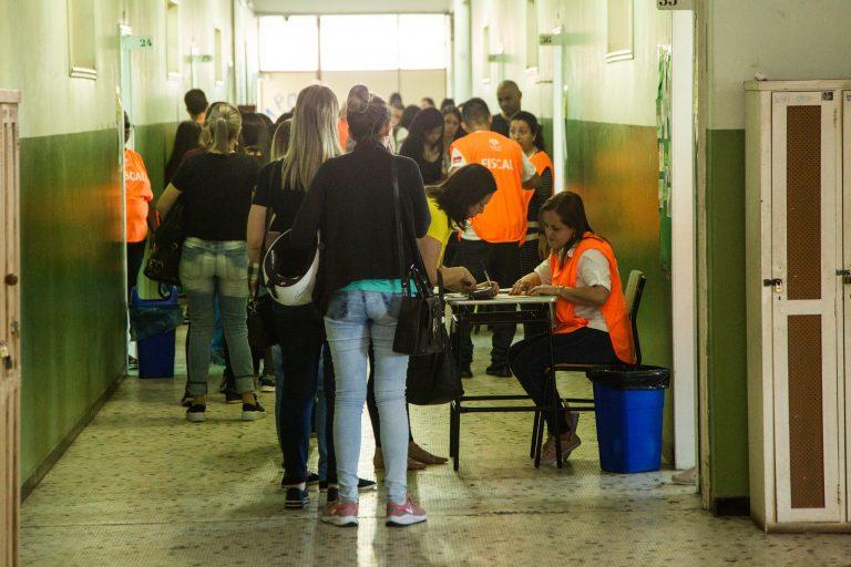 Trabalho - geral - concursos públicos provas seleções pessoal servidores públicos candidatos fiscais (concurso secretaria de Educação em Pelotas-RS)