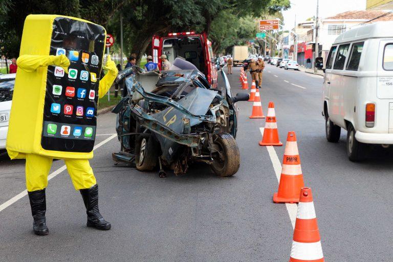 Transporte - acidentes - conscientização telefone celular volante motoristas desatenção campanhas