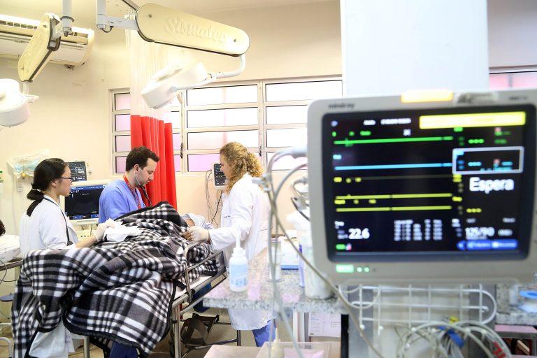 Saúde - hospitais - médicos pacientes internação UTIs tratamento