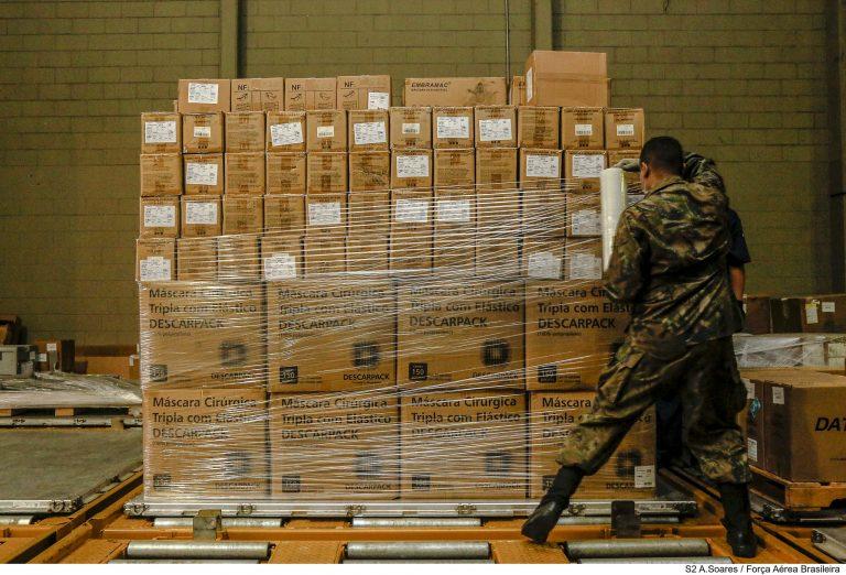 Saúde - doenças - coronavírus Covid-19 pandemia EPI equipamentos de proteção individual distribuição insumos prevenção contágio combate (Forças Armadas distribuem máscaras e álcool em gel)