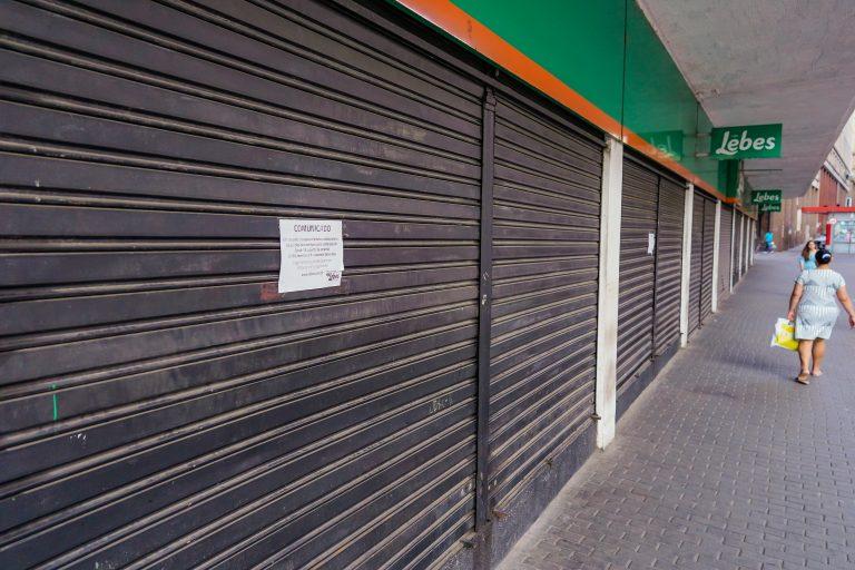 Saúde - doenças - coronavírus Covid-19 economia crise PIB recessão quarentena desemprego comércio (lojas fechadas em Porto Alegre em função da pandemia)