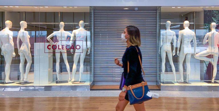 Saúde - doenças - coronavírus Covid-19 pandemia contágio contaminação comércio crise recessão desemprego economia (lojas fechadas no aeroporto de Guarulhos-SP durante quarentena)
