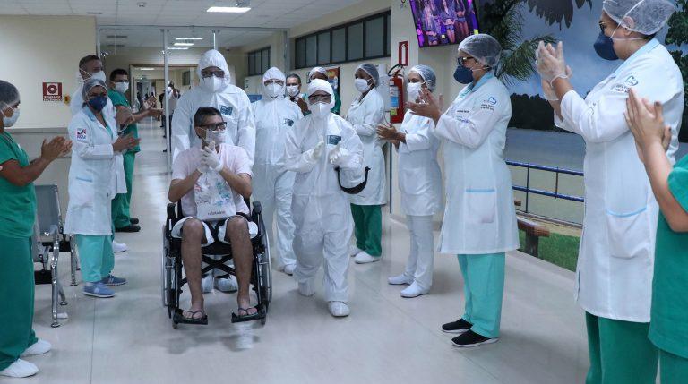 Saúde - doenças - coronavírus Covid-19 hospitais pandemia epidemia tratamentos recuperação internação a(paciente recuperado tem alt hospital ar no Pará)