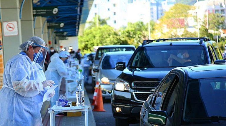 Saúde - doenças - coronavírus Covid-19 pandemia diagnóstico testagem (prefeitura de Florianópolis monta drive-thru de testes)