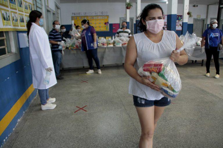 Saúde - doenças - coronavírus Covid-19 pandemia assistência social cestas básicas alimentação (programa Hora da Merenda, em Manaus-AM)