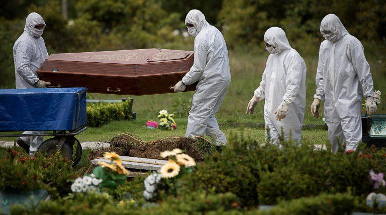 Saúde - doenças - coronavírus pandemia cemitérios coveiros sepultamentos (cuidados em enterros de vítimas da Covid-19)