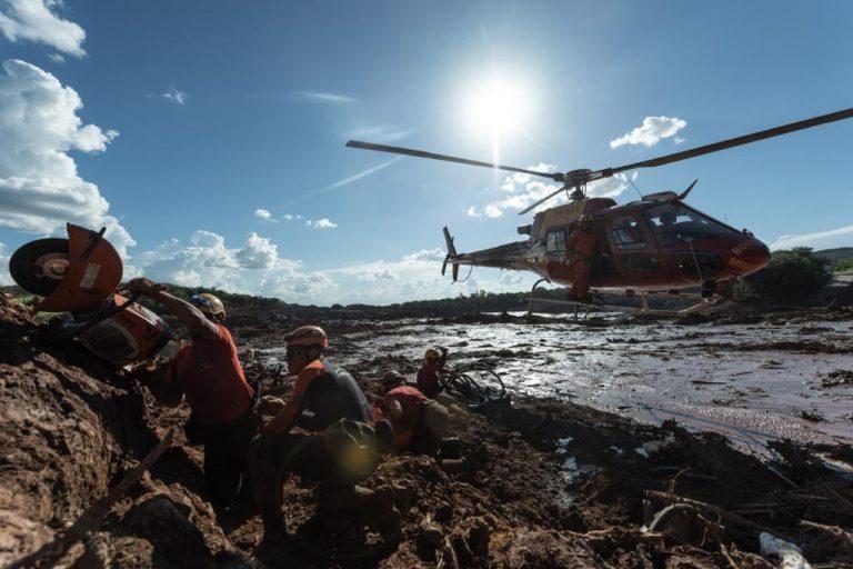 Cidades - catástrofes - Brumadinho resgate bombeiros desastres ambientais lama mineração Vale acidente rompimento barragem
