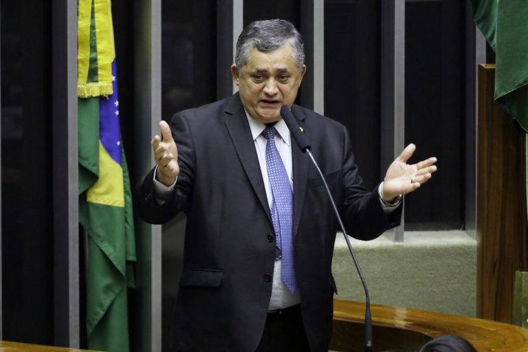 Sessão do Congresso Nacional destinada à deliberação dos Projetos de Lei do Congresso Nacional nºs 18 e 5 (PLDO) de 2019. Dep. José Guimarães (PT-CE)