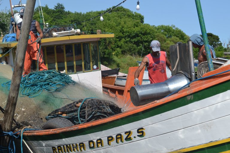 Trabalho - geral - pescadores barcos pesca