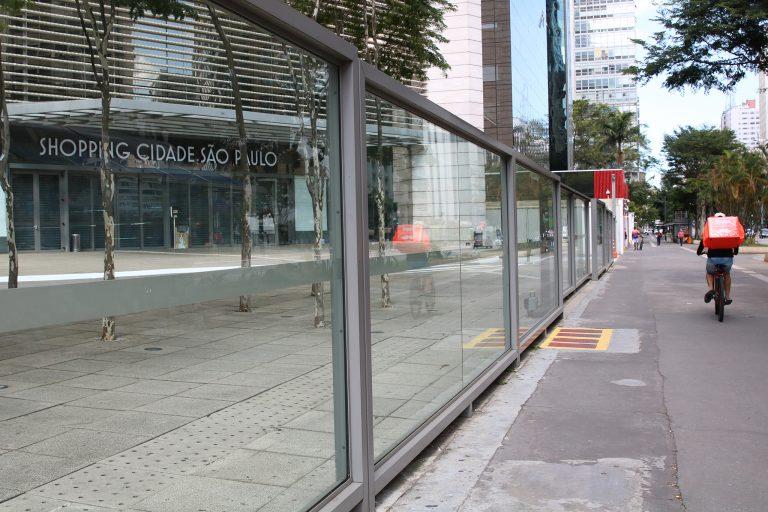 Saúde - doenças - coronavírus quarentena entregadores comida delivery comércios fechados economia desemprego crise recessão (Avenida Paulista, São Paulo-SP)