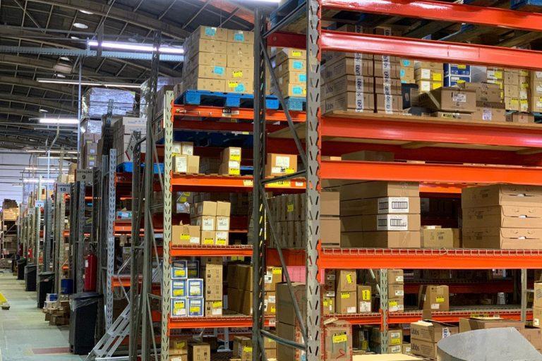 Economia - indústria e comércio - logística armazéns armazenagem produtos exportação importação estoques