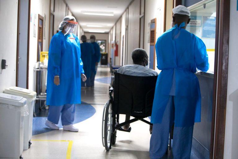 Saúde - doenças - coronavírus pandemia prevenção tratamento contágio contaminação pacientes enfermagem enfermeiros internação tratamento (Hospital Espanhol, referência no tratamento da Covid-19 em Salvador)
