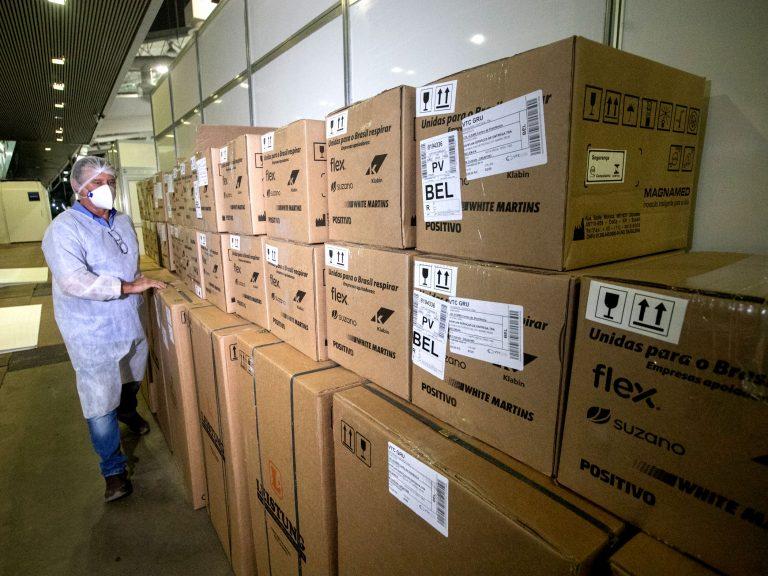 Saúde - doenças - coronavírus Covid-19 pandemia compras licitações insumos aparelhos internação infraestrutura tratamento pacientes equipes profissionais insumos (médicos e enfermeiros recebendo respiradores artificiais em hospitais públicos do Pará)