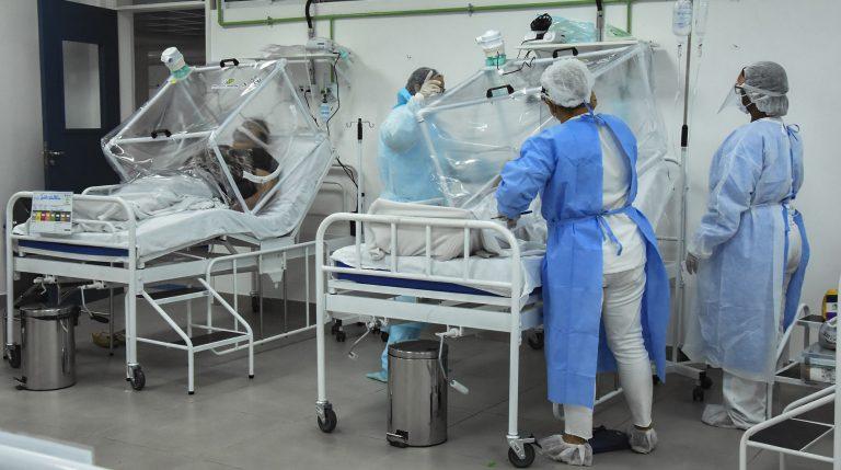 Saúde - coronavírus - Covid-19 pandemia equipes UTIs internação pacientes tratamento enfermeiros enfermagem médicos infectados prevenção contágio contaminação (Hospital de campanha em Manaus-AM)