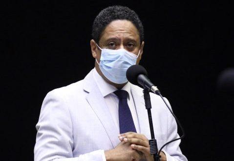 Dep. Orlando Silva (PCdoB - SP) no Plenário, usando máscara
