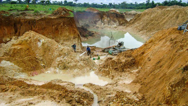 Meio Ambiente - geral - garimpo degradação mineração ouro garimpeiro poluição minerais