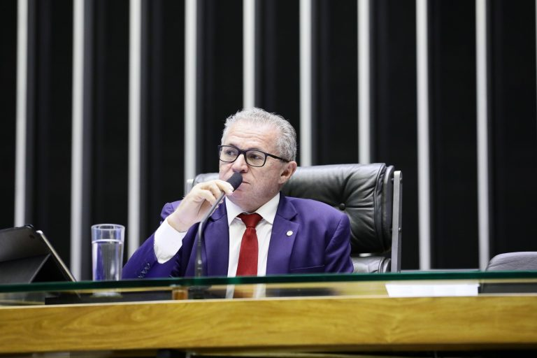 Sessão deliberativa ordinária. Dep. Assis Carvalho (PT - PI)
