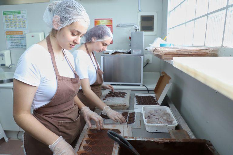 Economia - indústria e comércio - microempresas empregos pequenos negócios confeitaria doces