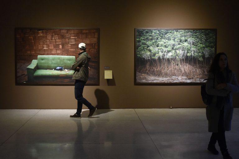 Cultura - geral - museus obras artísticas artes quadros (Museu Oscar Niemeyer, Curitiba-PR)
