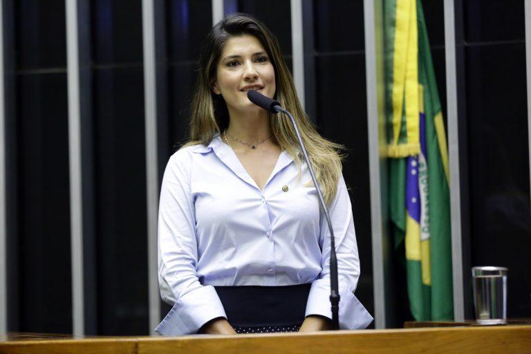 Sessão Solene em Homenagem ao Dia da Conquista do Voto Feminino. Dep. Patricia Ferraz (PODE - AP)