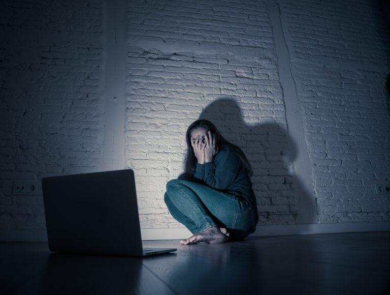 Stalking Mulher - perseguição - violência