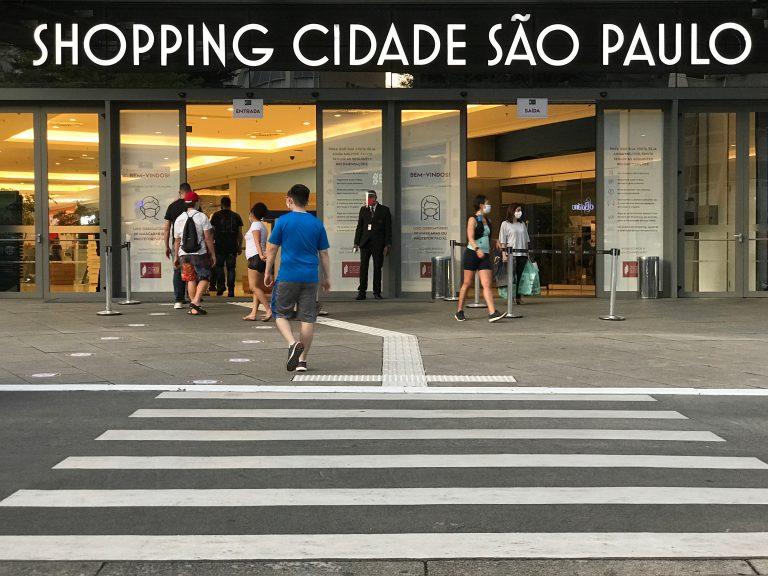 Economia - indústria e comércio - reabertura shopping centers compras consumidores coronavírus quarentena isolamento social Covid-19 pandemia retomada