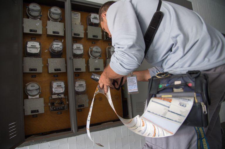 Energia - elétrica - conta de luz leitura do relógio reajuste taxa