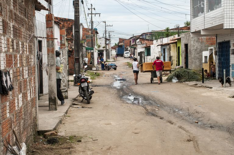 PObreza, grandes cidades, saneamento básico, periferia