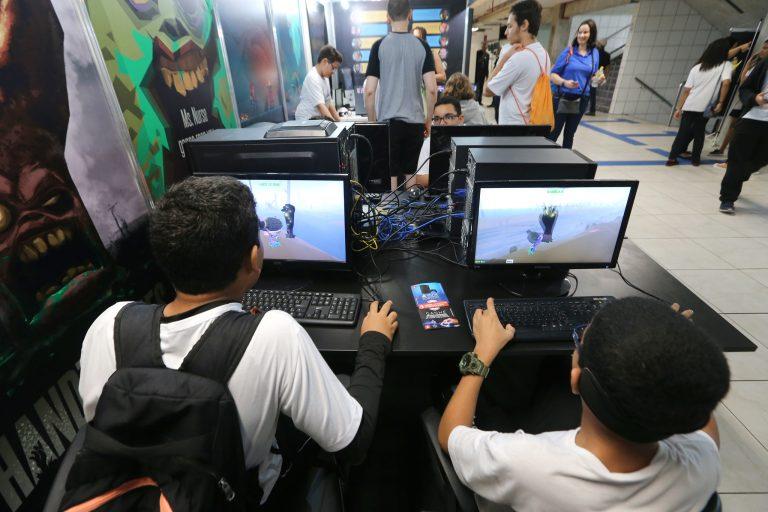 Tecnologia - geral - videogames crianças jogos eletrônicos (evento: Gamepólitan em Salvador-BA)