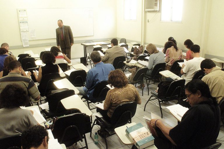 Educação - sala de aula - professores universitários alunos faculdades universidades