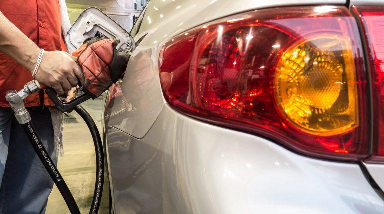 Energia - combustível - gasolina álcool abastecimento veículos carros automóveis postos frentistas