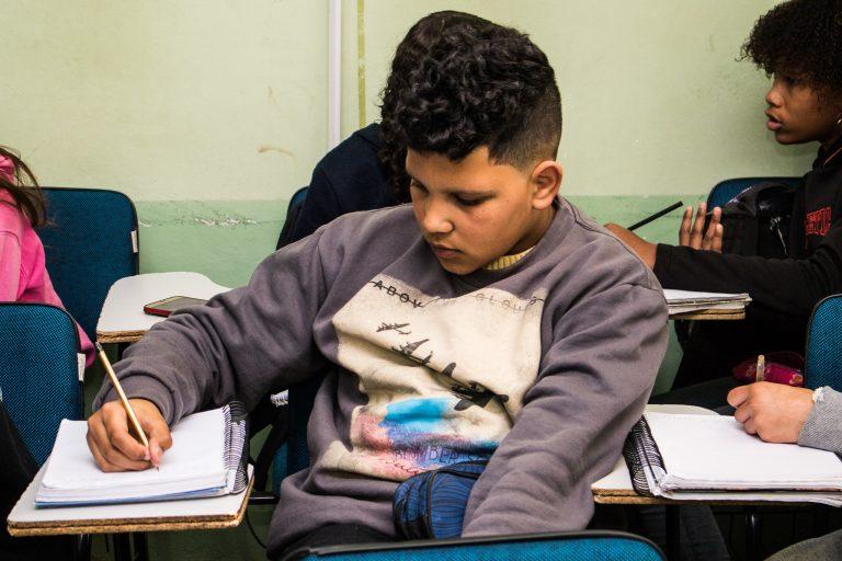 Educação - sala de aula - alunos estudantes adolescentes (projeto Construindo Saberes, Pelotas-RS)