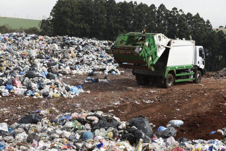 Meio Ambiente - lixo e reciclagem - depósito lixo lixão resíduos sólidos